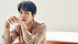 jung-yong-hwa-duoc-moi-tham-gia-phim-its-you-out-of-nowhere-cua-disney